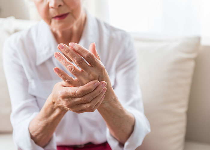 woman-with-arthritic-hands